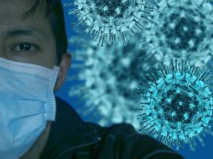 Pessoas devem manter as medidas de distanciamento social e de higiene pessoal durante a pandemia